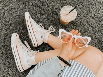8 Chic Outfits With White Converse
