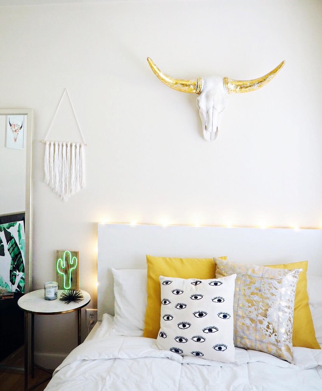 simple dorm decor